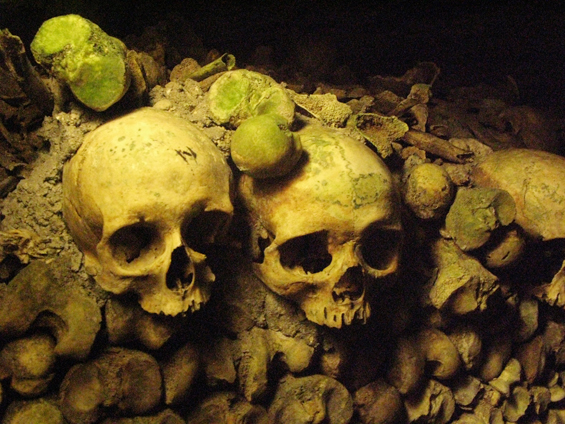 paris_catacombs_01